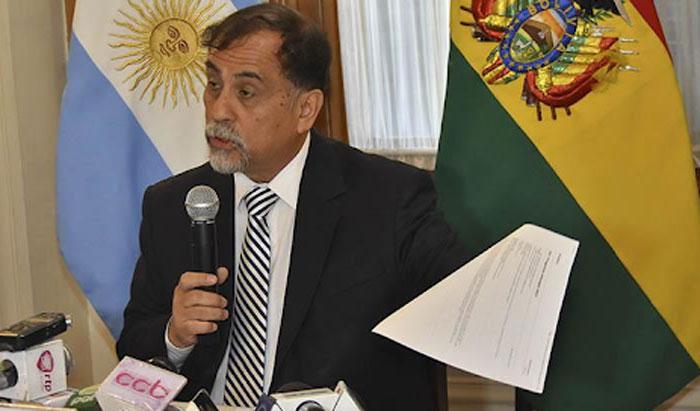 Exembajador argentino niega haber autorizado envío de material a las FFAA y revela lista de masistas que ayudó