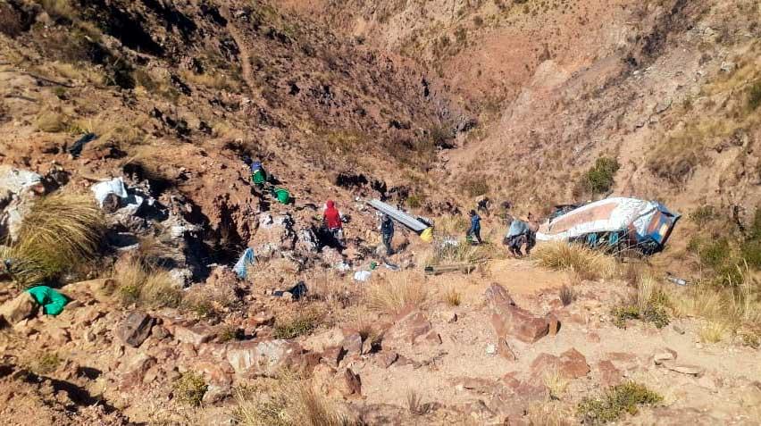 Al menos 19 muertos tras accidente vial en Potosí, Bolivia