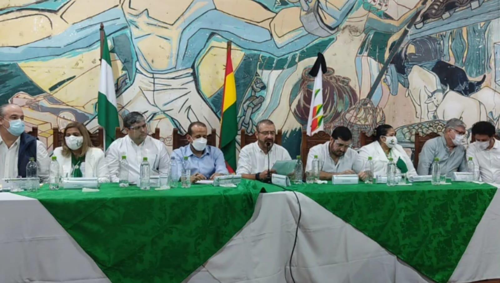 Asamblea de la Cruceñidad decide rearticular el movimiento cívico nacional y convoca a una marcha
