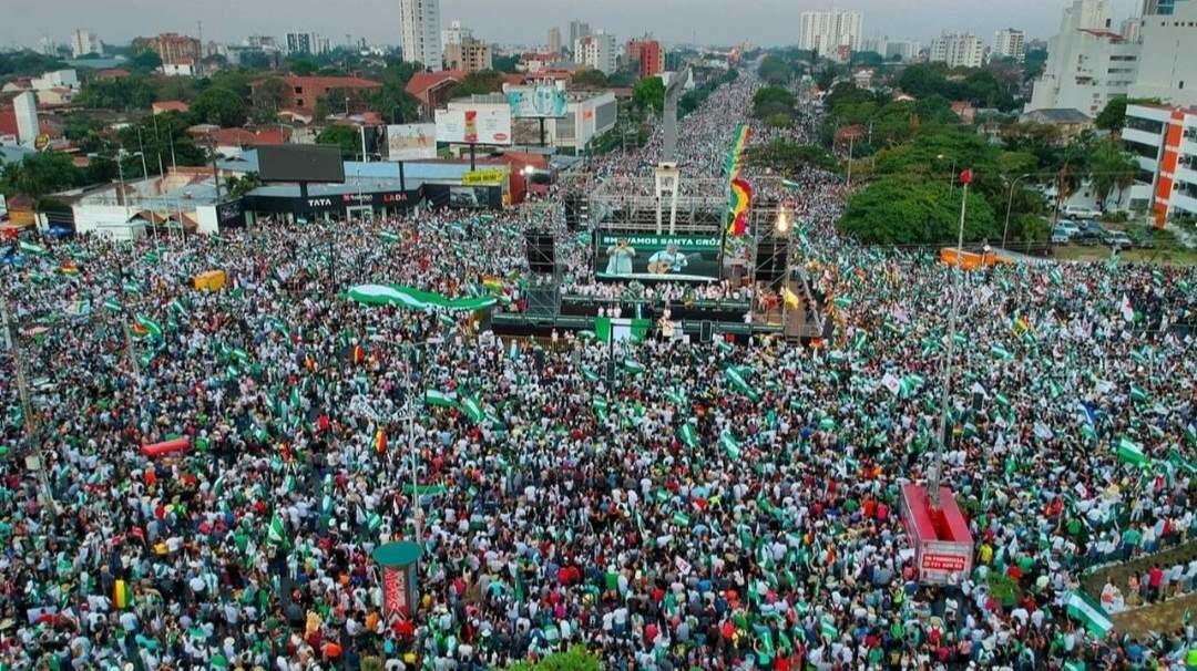 Cientos de bolivianos salen a las calles para rechazar candidatura de Morales