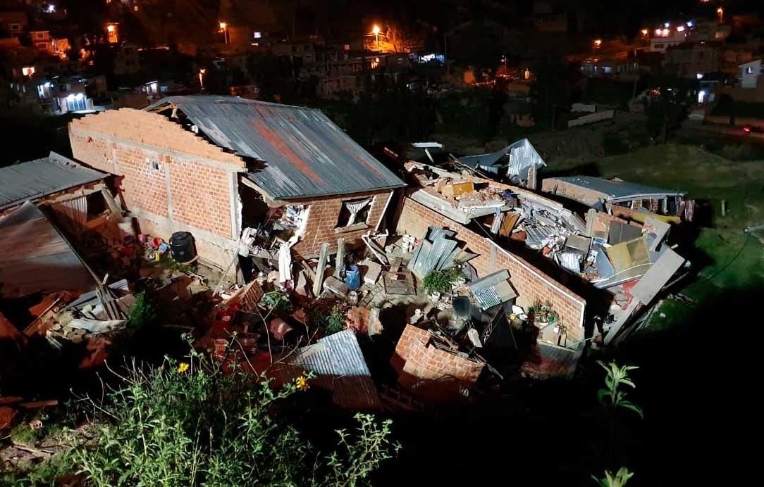 Deslizamiento derrumba viviendas en zona colindante con La Paz