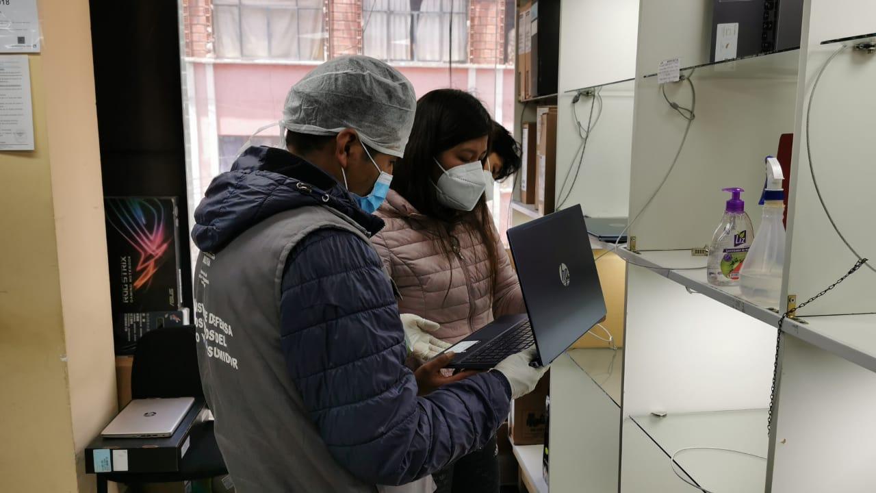 Operativo a la venta de computadoras en la Uyustus y Eloy Salmón termina con dos aprehendidos