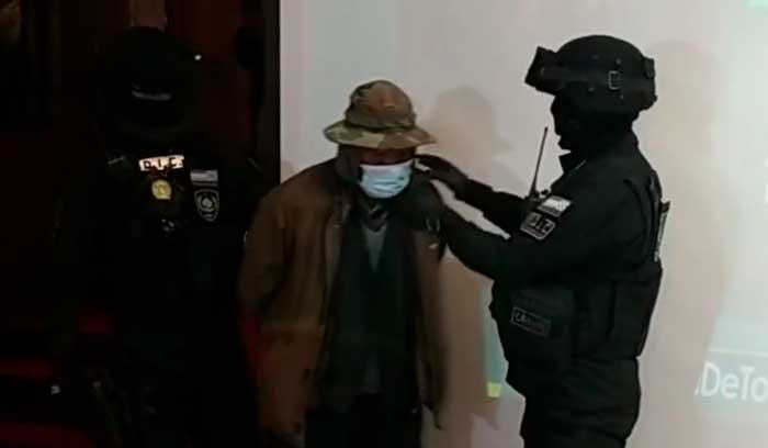 Encarcelan a hombre acusado de feminicidio de su esposa, quien ya lo había denunciado antes por violencia