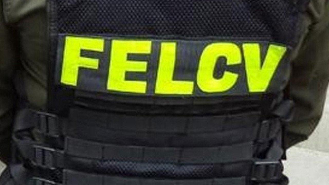 Aprehenden a efectivo policial acusado de golpear a su familia