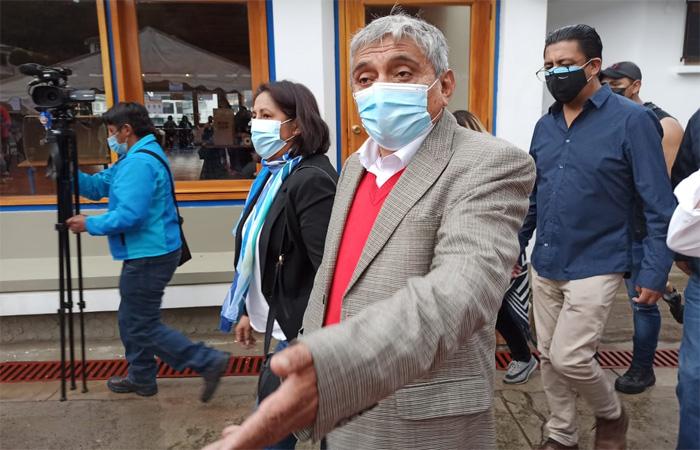 Arias tilda a Morales de antidemocrático; le pide que se calle y se dedique a sembrar coca