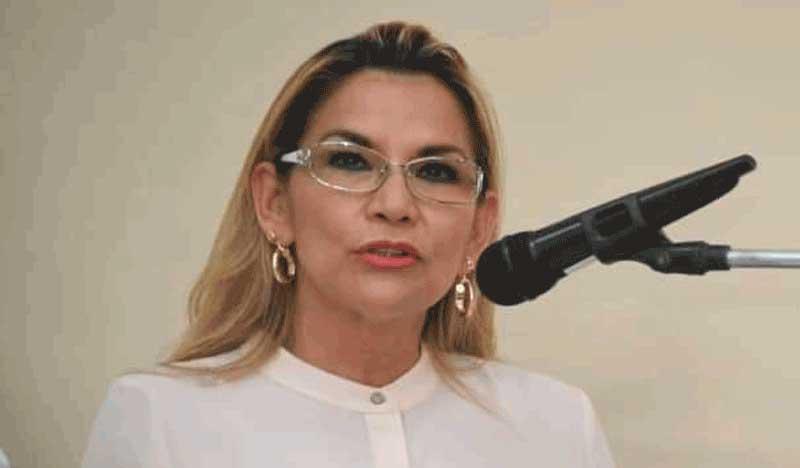 Citan a declarar a Jeanine Añez y ella denuncia persecución política