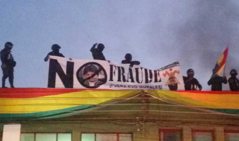 Policías se amotinan en La Paz y ya suman ocho departamentos