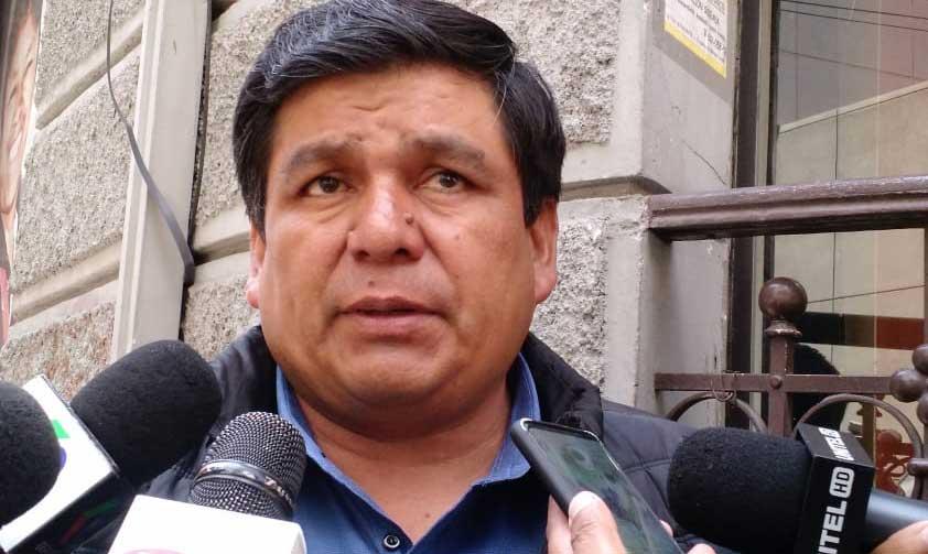 Exsenador Aguilar decide renunciar al MAS; considera que el partido dio la espalda a Sucre