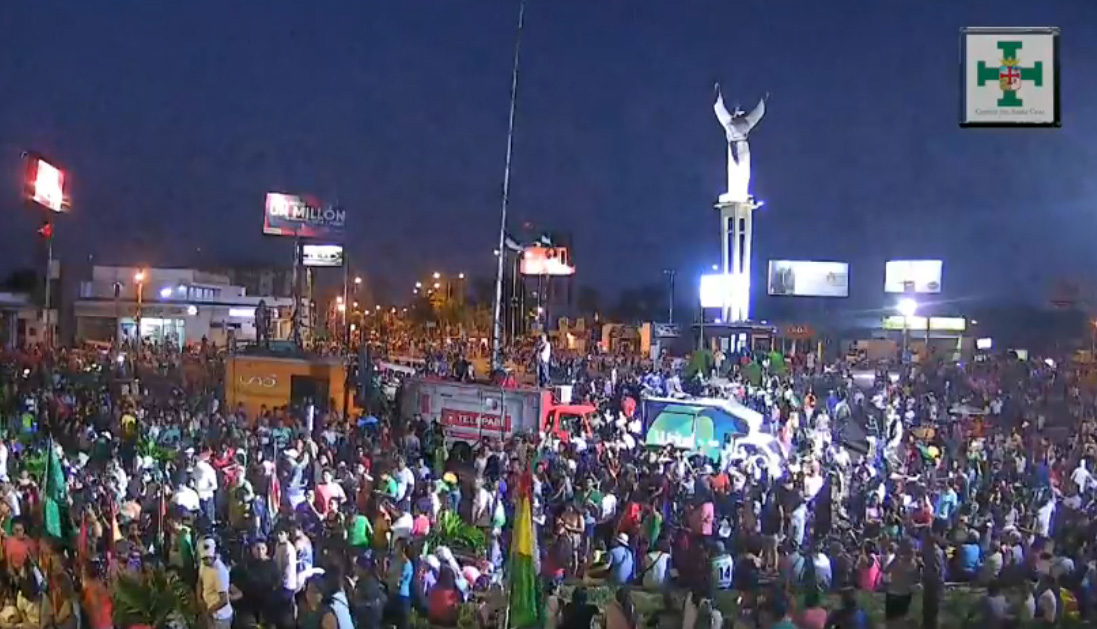 Evo Morales llama de urgencia a movimientos tras recibir un ultimátum