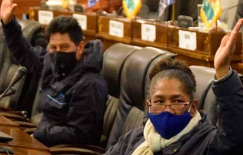 Bolivianos se arriesgan a ingerir desinfectante por COVID-19